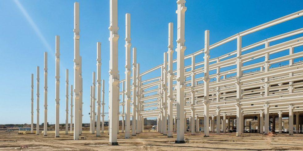 Bei mehr als 400 Stützen mit einer Länge von je 22 Metern war der Einsatz von Schraubverbindungen eine logische Wahl. Foto: Peikko