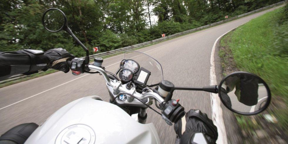Vor dem Start in die Motorrad-Saison empfiehlt die Dekra, die Technik des Fahrzeugs aber auch das Mindset des Fahrers zu prüfen. Quelle: Dekra