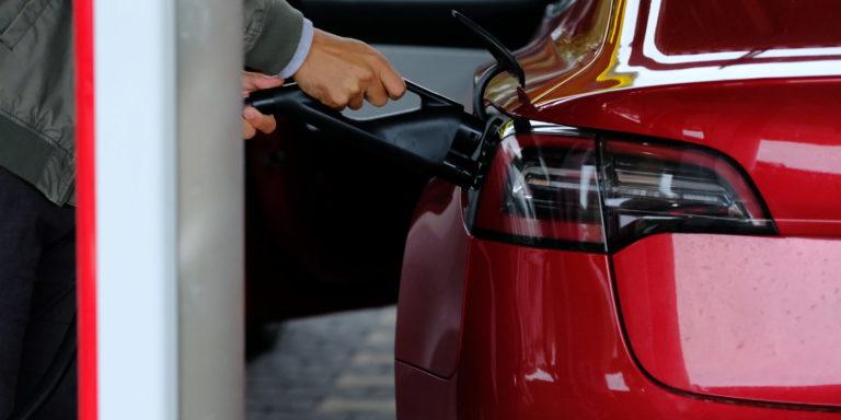 Welche Regeln gelten, wenn der Dienstwagen ein Elektroauto ist? Foto: Peter Sieben