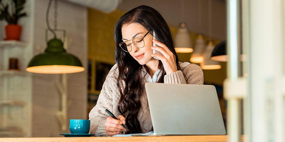 Unabhängig und flexibel arbeiten: Der Weg in die Selbständigkeit kann zum Traumjob führen. Doch vorab sollte man unbedingt einige Fragen klären. Foto: panthermedia.net/IgorVetushko