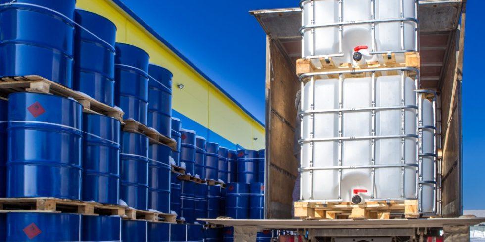 Neu ist in der überarbeiteten TRGS 510  die Bereithaltung von Gefahrstoffen in größeren Mengen, als diese für den Produktions- und Arbeitsgang angemessen sind. Foto: PantherMedia/GrinPhoto