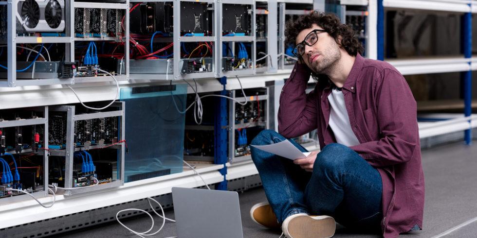 Das Schürfen von Bitcoins und Co. ist energieintensiv. Die neue Kryptowährung Chia soll stromsparend sein - sorgt aber für einen anderen Effekt. Foto: Panthermedia.net/IgorVetushko
