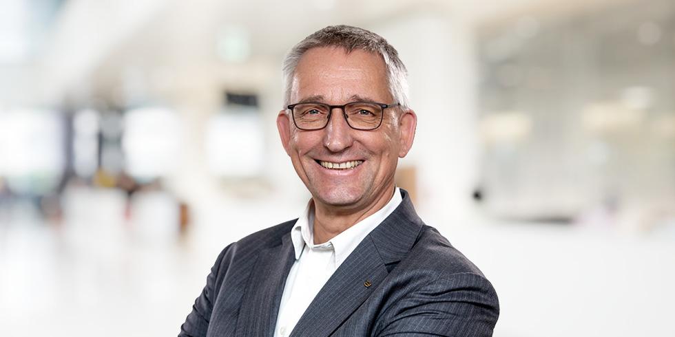 Dr. Volker Franke, Geschäftsführer von HARTING Applied Technologies, einem Spezialisten für anspruchsvolle Sondermaschinen im Bereich Montagetechnik, schildert, wie die Corona-Pandemie die Umstellung auf digitale Prozesse regelrecht gepusht hat.
