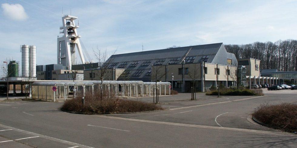 Schachtanlage Ensdorf/Saar mit dem Fördergerüst des Nordschachtes: Der KI (Künstliche Intelligenz)-Teil der Sicherheitsfunktion zur Geschwindigkeitsüberwachung wurde mit einem KNN (Künstlichen neuronalen Netz) realisiert. Foto:  D. Wittenberg