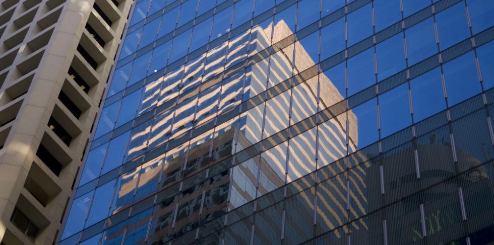 Bank Fassade aus Glas