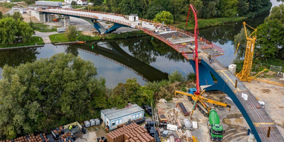 Geschwungen wird die neue Brücke über den Neckar bei Benningen führen. Foto: PERI Deutschland