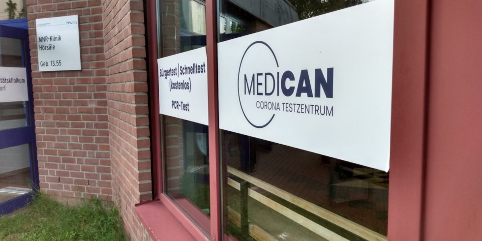 Das Corona-Testzentrum des Betreibers Medican an der Uniklinik in Düsseldorf: Am Freitag herrschten chaotische Zustände. Foto: Privat