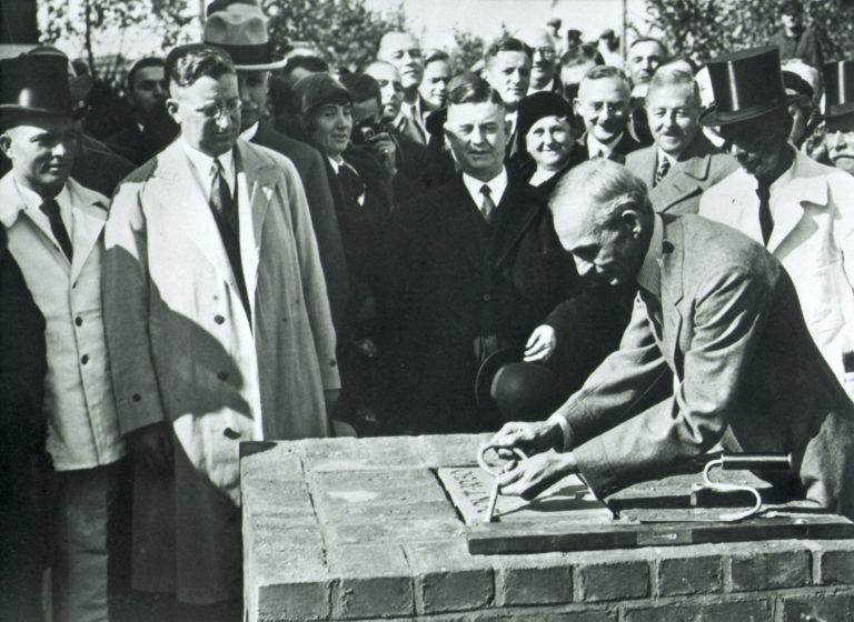 Henry Ford bei der Grundsteinlegung der Werke in Köln. Foto: Ford