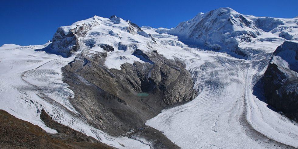 Gletscher mit Schmelzwasser