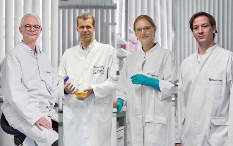 """Für ihre Arbeit an einem neuen Herstellungsverfahren von Impfstoffen erhalten sie den Fraunhofer-Preis """"Technik für den Menschen und seine Umwelt"""": Frank-Holm Rögner, Sebastian Ulbert, Jasmin Fertey und Martin Thoma (v.l.n.r.)."""