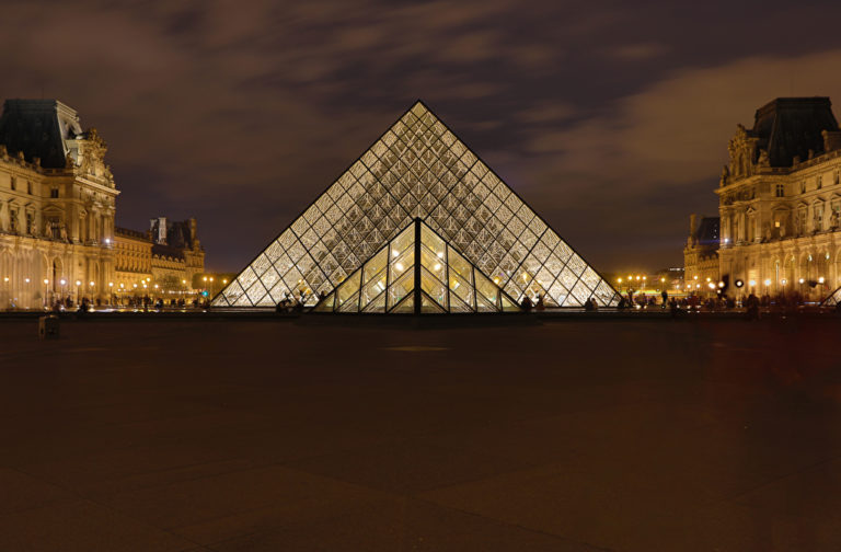 Am Louvre in Paris zu parken, ist kostspielig. Foto: Panthermedia.net/hsfelix