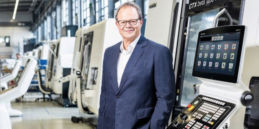"""Der Vorstandsvorsitzende Christian Thönes kommentiert: """"Wir sind gut ins Jahr 2021 gestartet und blicken mit Zuversicht auf den weiteren Geschäftsverlauf. Wir innovieren und investieren weiter und setzen auf einen strategischen Fit aus Automatisierung, Digitalisierung und Nachhaltigkeit."""" Foto: DMG Mori"""