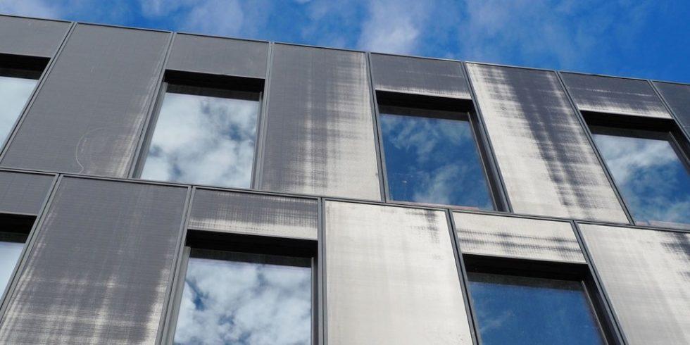 Die neue Fassade der FKN Gruppe, die gemeinsam mit Drees & Sommer entwickelt wurde, ist hochisolierend und platzsparend. Foto: Drees & Sommer SE