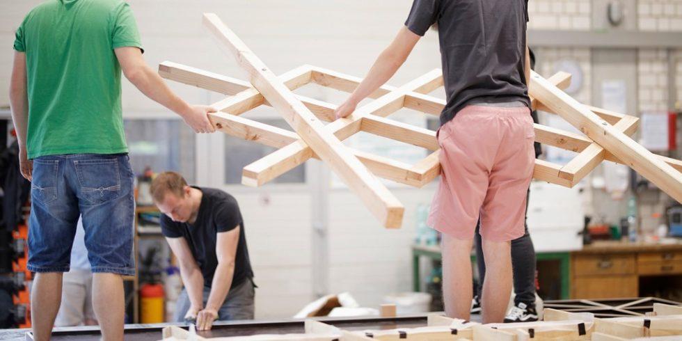 Vom Konzept über die Planung bis zum 1:1 Prototyp setzten die Studierenden der TU Kaiserlautern einen Pavillon aus Holz und Beton um. Foto: Sven Paustian