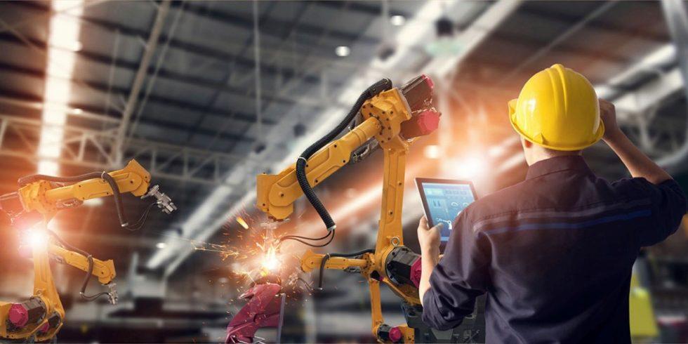 Mit einer KI (Künstliche Intelligenz)-basierten Steuerung lassen sich Arbeitsprozesse wirkungsvoll automatisieren. Foto: Phoenix Contact