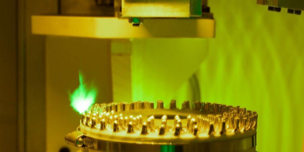 Laserschweißen eines Stators: Der Technologieführer aus Ostfildern hat umfangreiches Wissen in den unterschiedlichen Kerntechnologien der Statorenproduktion aufgebaut. Foto: Gehring