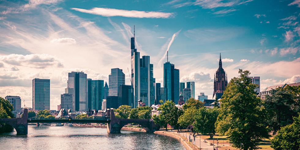 Die Skyline von Frankfurt am Main: Hier gibt es besonders viele Wolkenkratzer. Doch: Wie sicher ist ein Hochhaus? Foto: panthermedia.net/edophoto