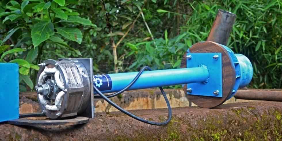 """Ein Mitglied von """"Ingenieure ohne Grenzen"""" (IOG) entwickelte eine Kleinstwasserkraftanlage. Die Turbine hat eine Leistung von 250 Watt und liefert Strom für eine Familie. Sie wurde unter Einsatz modernster Simulationssoftware entwickelt. Foto: IOG"""