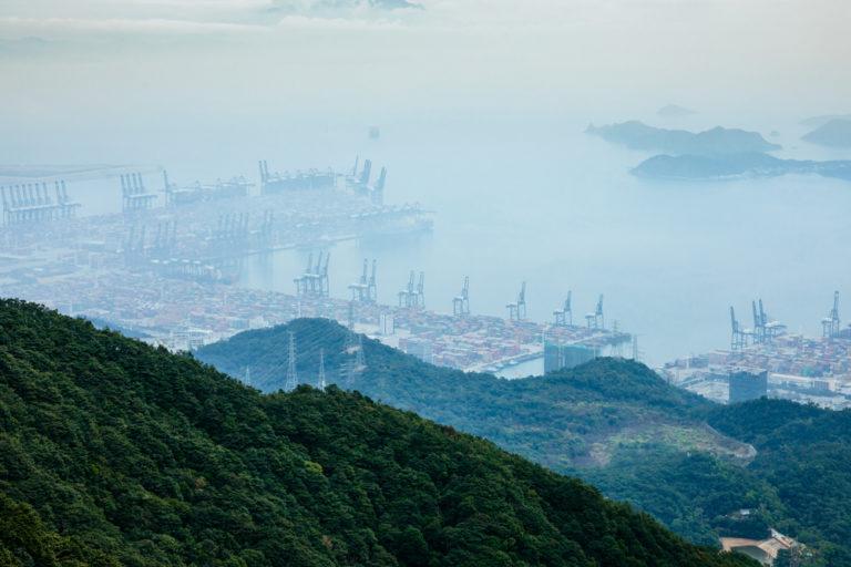 Der Hafen Shenzhen-Yantian ist einer der größten Containerhäfen der Welt. Foto: panthermedia.net/lzf