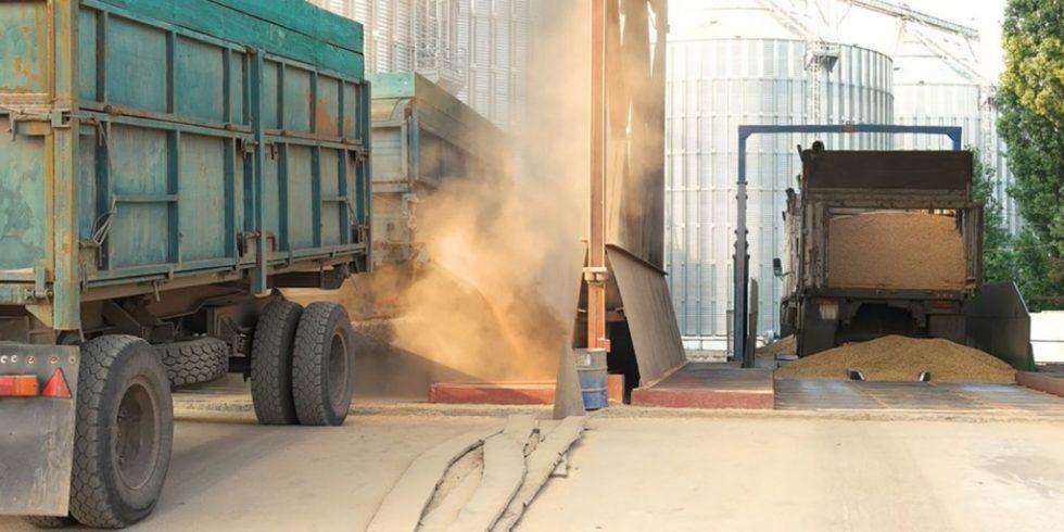 Beim Abladen von Pellets können Stäube entstehen, verdichtet sich dieser Staub entstehen Explosionen. Foto: PantherMedia/Denisfilm