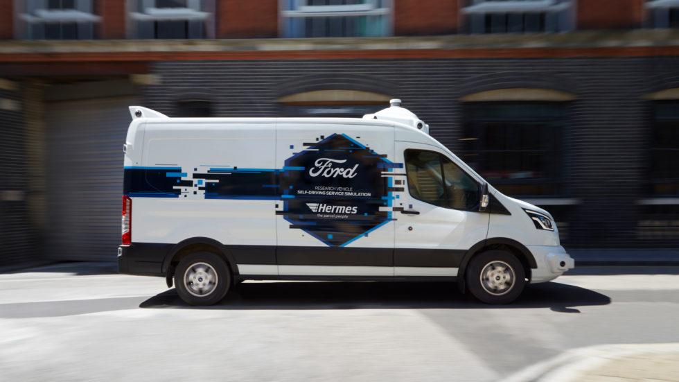 Umgebauter Ford-Kastenwagen als autonomes Paketzustellfahrzeug
