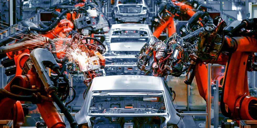 Wie lässt sich die Produktionsqualität von Automobilherstellern und -zulieferern zu verbessern? Betrachtet werden drei Fallbeispiele, in denen sich der Einsatz von Künstlicher Intelligenz bewährt hat. Foto: iStock