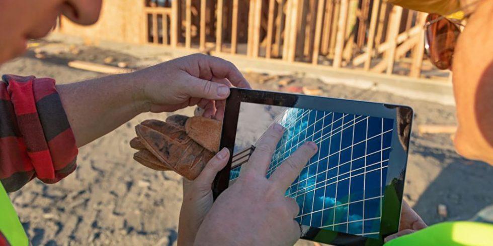 Werden die Projektdaten in der Cloud gespeichert, hat das Baustellenteam auch vor Ort Zugriff auf die aktuelle Planung. Foto: panthermedia.net/Andy Dean