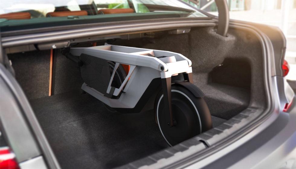 E-Scooter von BMW passt in Kofferraum