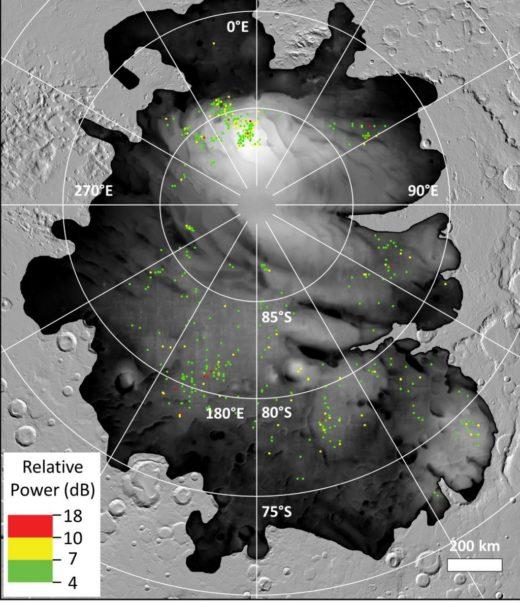 Die farbigen Punkte stellen Orte dar, an denen bestimmte helle Radarreflexionen vom ESA-Orbiter Mars Express an der Südpolkappe des Mars entdeckt wurden. Sprechen sie für unterirdisches flüssiges Wasser? Foto: ESA/NASA/JPL-Caltech