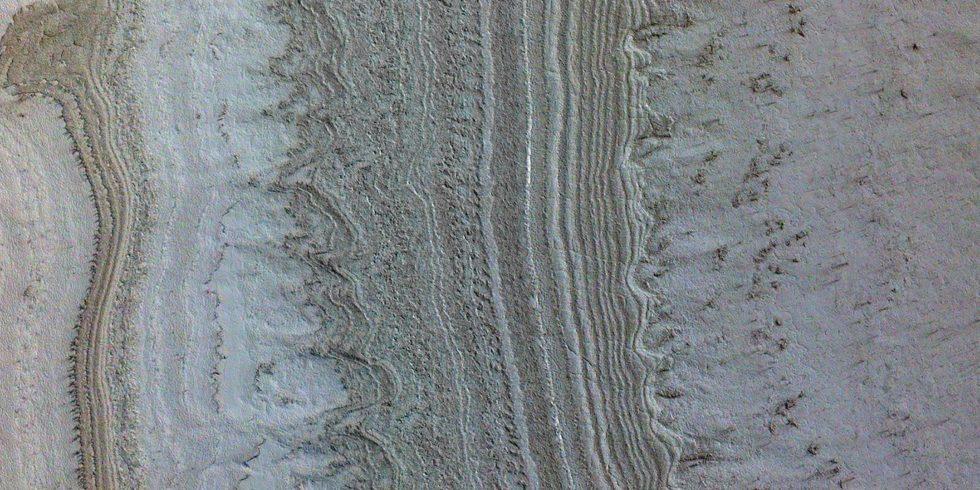 Flüssiges Wasser und Leben auf dem Mars? Forscher haben jetzt eine neue Theorie, was  unter dem Eis zu finden ist. Foto: NASA/JPL-Caltech/University of Arizona/JHU
