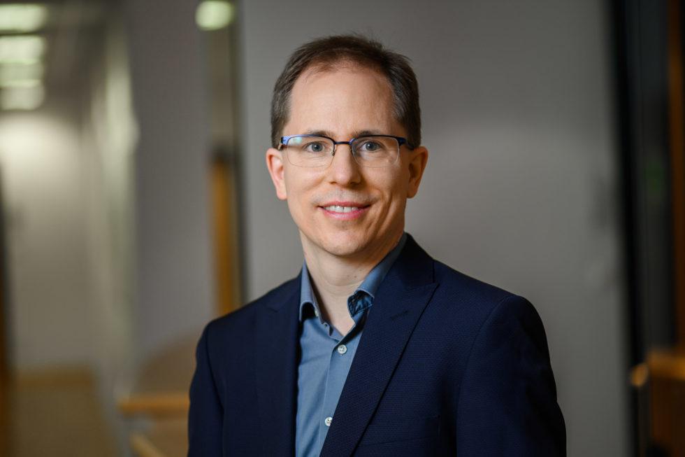 Prof. Dr. Grischa Perino Porträt