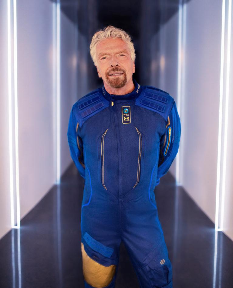 Richard Branson im Astronautenanzug