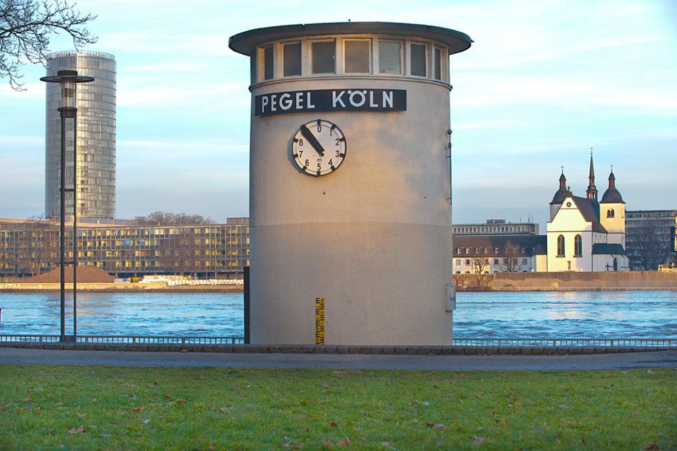 Pegeluhr Rhein Köln