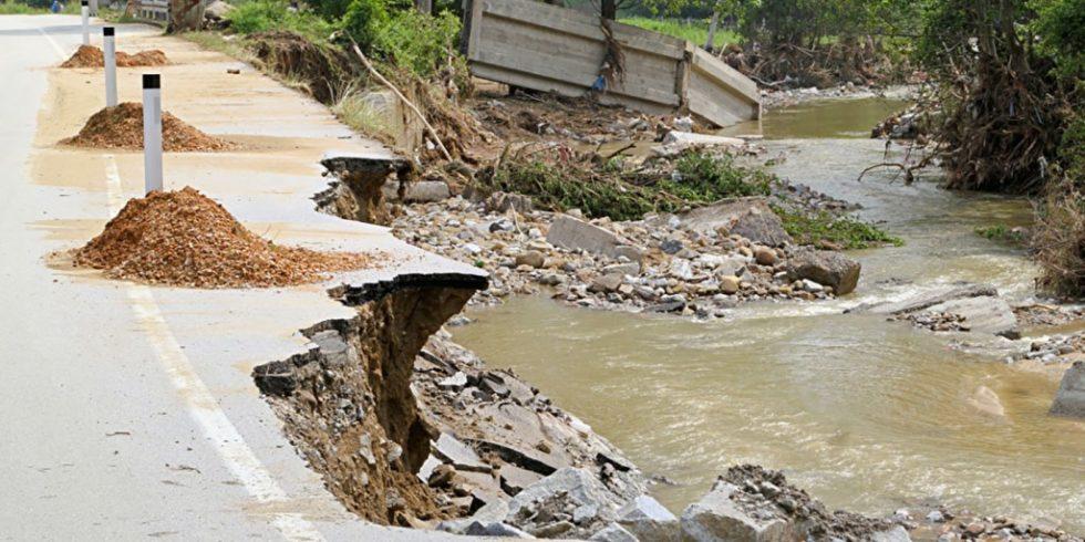 Nach den verheerenden Überschwemmungen in Nordrhein-Westfalen und Rheinland-Pfalz wurde die Infrastruktur stark geschädigt. Allein die Kosten für Neubau/Instandsetzung der Immobilien werden auf Milliardenhöhe geschätzt. Foto:PantherMedia/Baloncici