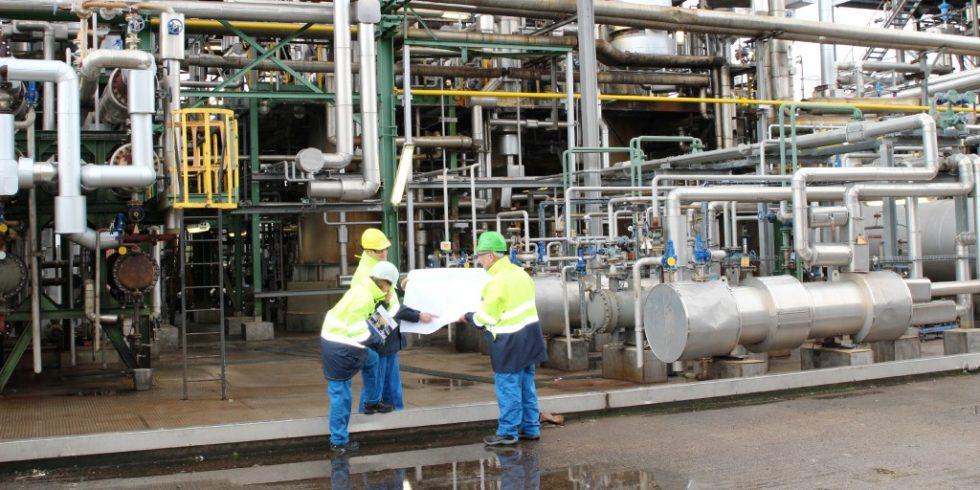 Ob Destillieren, Kondensieren, Reagieren: die technische Sicherheit ist bei Prozessanlagen unverzichtbar. Quelle: BG RCI