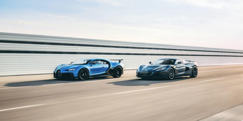 zwei Bugatti auf der Strecke