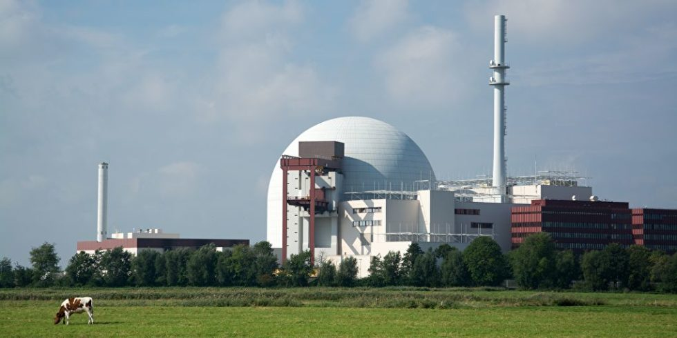 Das Kernkraftwerk Brokdorf in Schleswig-Holstein ist noch bis Ende des Jahres am Netz. Danach beginnt auch dort der Rückbau. Foto: PantherMedia / Uwe Gernhoefer
