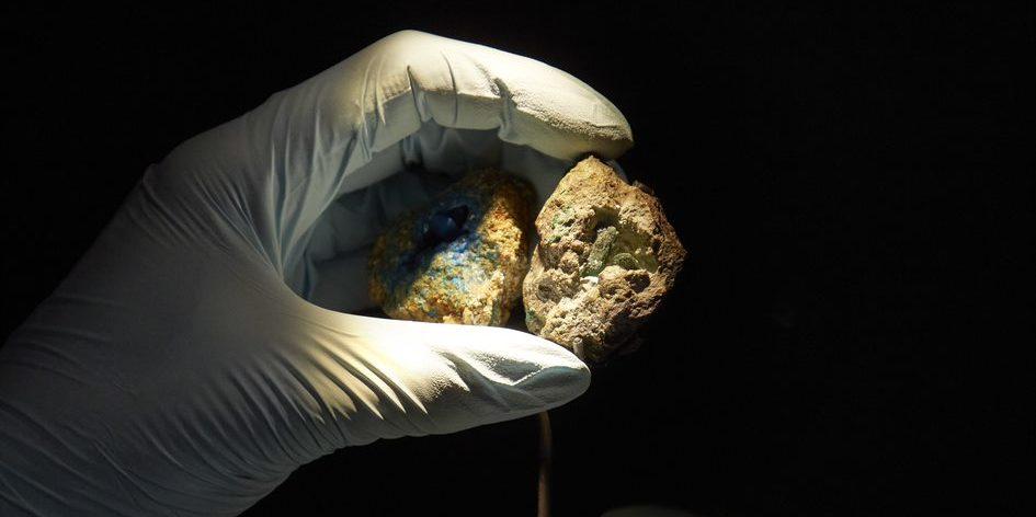 Forschende haben einen extrem seltenen Meteorit in England gefunden. Das Gestein aus dem Weltraum verrät Details zur Entstehung unseres Sonnensystems. Foto: Natural History Museum