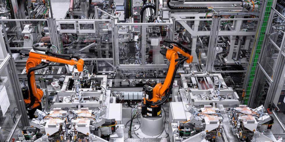 """Die lokale Batterieproduktion ist ein wichtiger Erfolgsfaktor für die Elektrooffensive des Autobauers """"mit dem Stern"""". Foto: Mercedes-Benz"""
