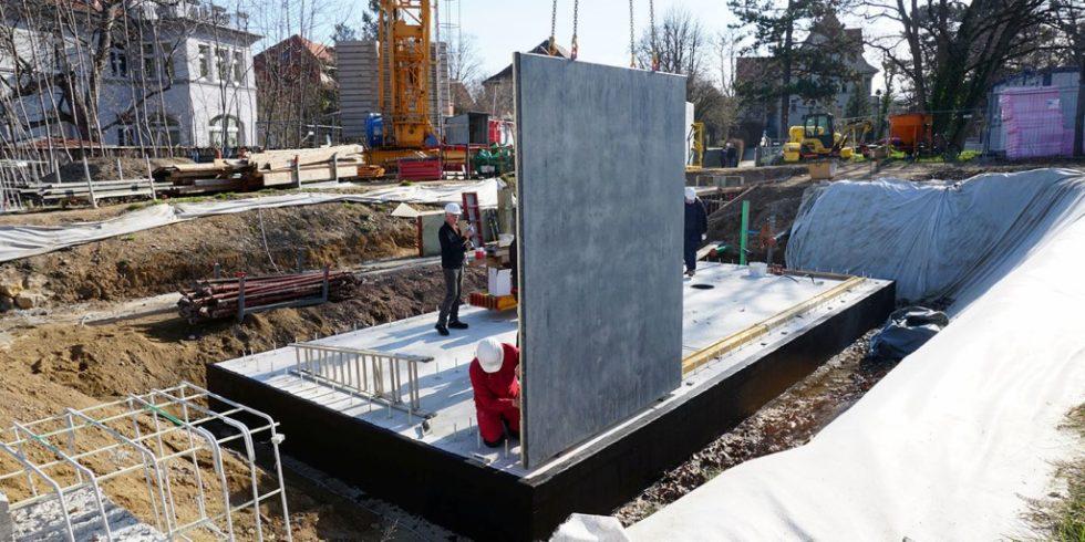 Für das weltweit erste Gebäude aus Carbonbeton werden die Wände aufgestellt. Foto: Maximilian Krämer, C³ - Carbon Concrete Composite