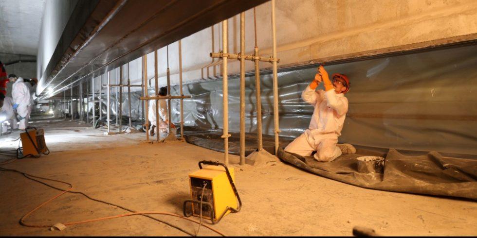 Bei einer Brücke bei Küssnacht wurde zum ersten Mal ein Betonträger mit CFK-Lamellen mit der Ebrog-Methode verstärkt - hier aber noch ohne Vorspannung Foto: S&P Clever Reinforcement Company AG