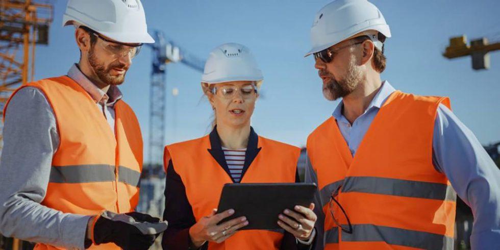 Die Digitalisierung im Bauwesen verändert die Arbeitsweisen im Ingenieurbüro und auf der Baustelle. Foto: panthermedia.net/Gorodenkoff