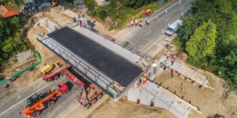 In Georgsmarienhütte wurde eine neue Brücke in zwanzig Tagen errichtet. Foto: Echterhoff