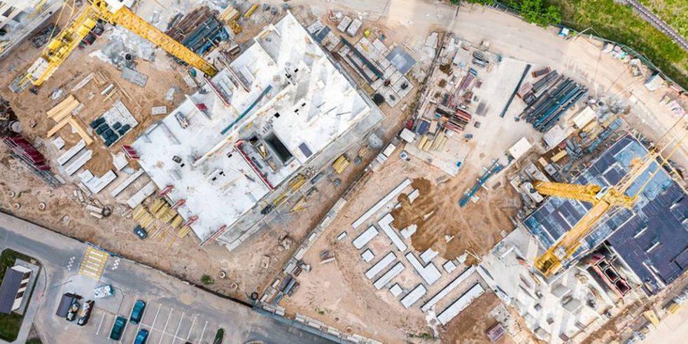 Auf einer Baustelle kommen viele Maschienen zum Einsatz - Telematik-Module geben Auskunft über Einsatzzeit und Einsatzort. Foto: panthermedia.net/MrTwister