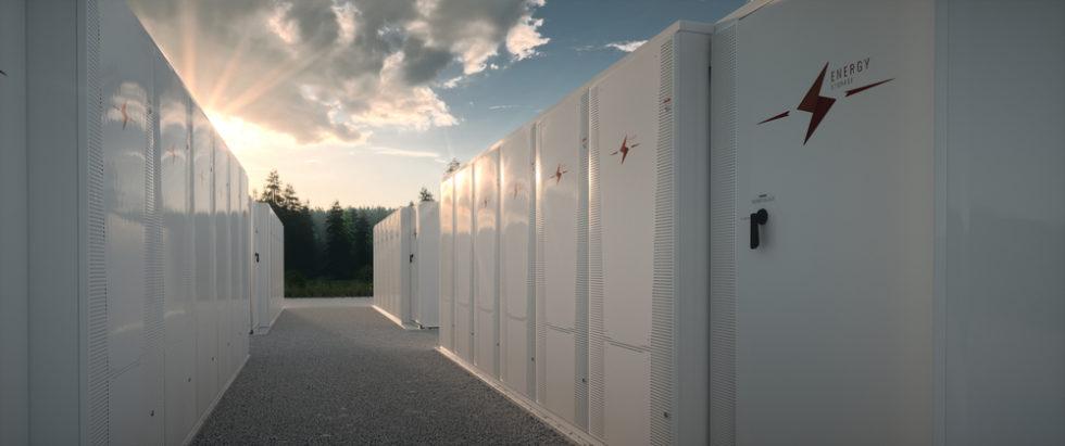 Weltweit werden immer größere Batteriespeicher-Anlagen gebaut. In Australien brannte eine Riesen-Batterie von Tesla mehrere Tage lang. Foto (Symbolbild): Panthermedia.net/malpetr