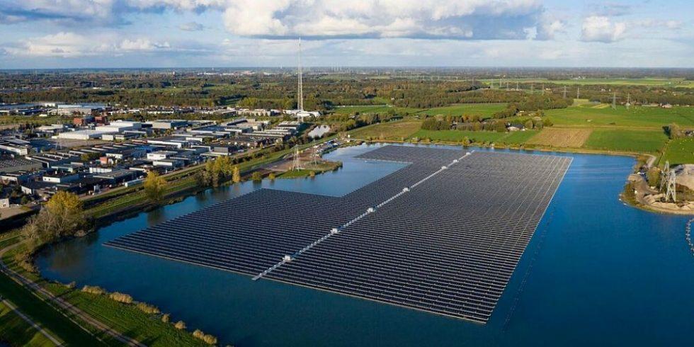 Schwimmende Solaranlagen haben aufgrund der Kühlwirunkg des Wassers einen höheren Wirkungsgrad als Photovoltaik-Anlagen an Land. Foto: BayWa