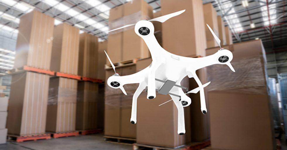 Drohne im Warenlager
