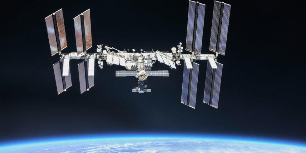 Die Internationale Raumstation ISS: In 400 Kilometern schwebt sie seit über 20 Jahren über der Erde. Foto: Nasa