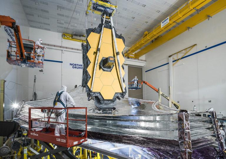 Ingenieure testen das James-Webb-Weltraumteleskop. Foto: Nasa