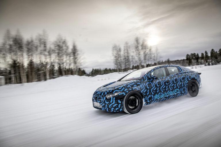Die neuen Car-to-X-Funktionen sind u.a. im EQS nutzbar. Foto: Mercedes Benz/Daimler